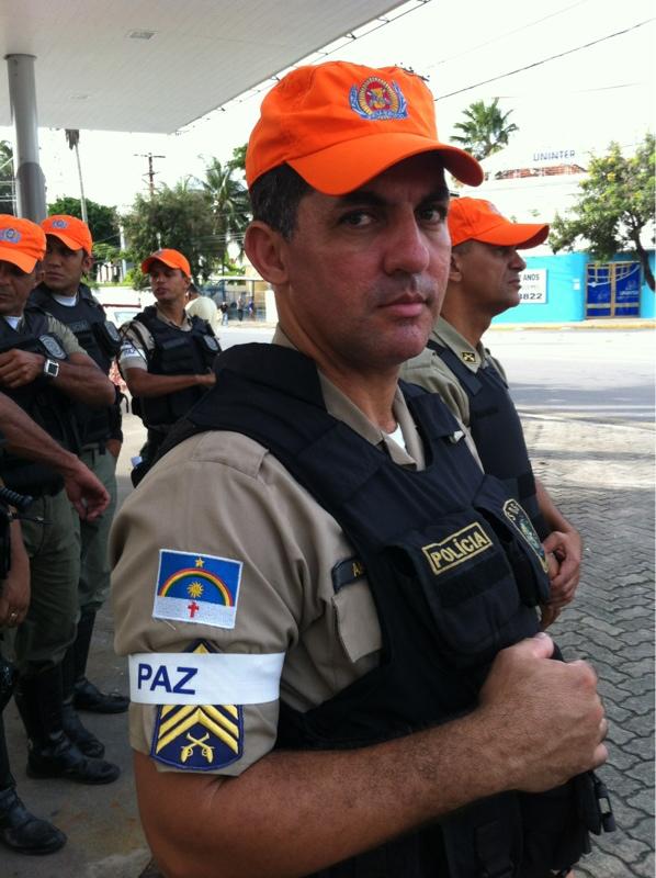 Militares pedem paz. Foto: Thiago Neres/DP/D.A Press