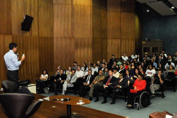 Cúpula da segurança de Pernambuco assistiu à palestra. Foto: Ivanildo Francisco/PCR