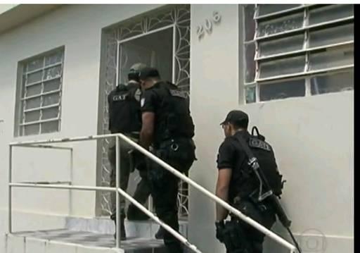 PMs fizeram e ainda seguem fazendo buscas na cidade. Foto: TV Globo/Reprodução