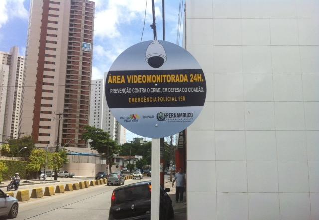 Ao longo da Av. Norte já existem várias placas. Foto: Wagner Oliveira/DP/D.A Press