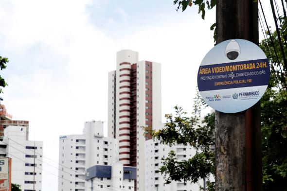 Foto: Alcione Ferreira/DP/D.A Press Placa de monitoramento do pacto pela vida no bairro do Rosarinho.