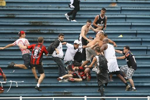 Confusão no estádio foi destaque em todo o mundo. Foto: JOKA MADRUGA/FUTURA PRESS