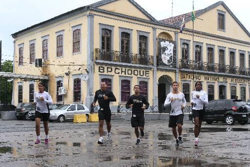 Militares treinam todos os dias pela manhã. Fotos: Julio Jacobina/DP/D.A Press