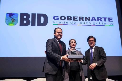 Governador Eduardo Campos durante a premiacao do BID em Washington. Foto: Marcelo Lyra/Divulgação