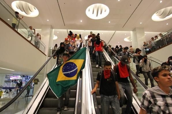 Protesto foi tranquilo no RioMar. Foto: Paulo Paiva/DP/D.A Press
