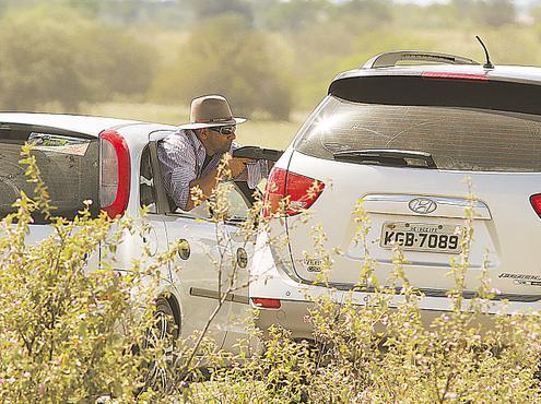 Homem que matou Thiago Faria estaria no banco traseiro do carro. Fotos: Paulo Paiva/DP/D.A Press