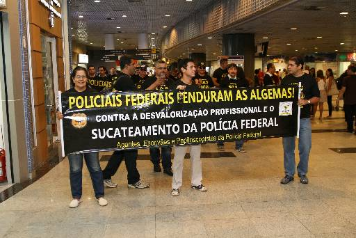 Em fevereiro, agentes protestaram no aeroporto. Foto: Julio Jacobina/DP/D.A Press