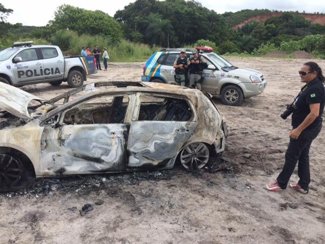 Veículo da vítima foi encontrado na Guabirada. Fotos: Wagner Oliveira/DP/D.A Press