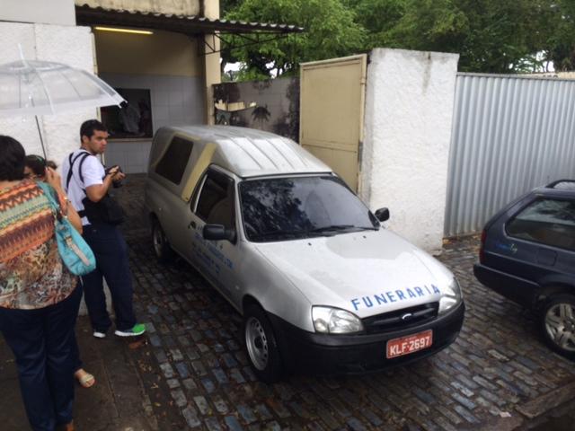 Corpo de Artur foi levado para o Hospital Portguês, onde será velado