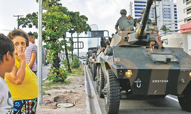 Tanques de guerra nas ruas chamou a atenção da população. Foto: Guilherme Veríssimo/ESP/DP/D.A Press