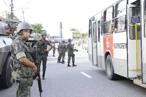 Exército e Forças Nacionais foram para as ruas. Foto: Guilherme Verissimo/Esp.DP/D.A Press
