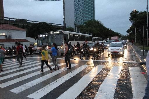 Ponto mais pirigoso é o cruzamento com a Rua do Paissandú. Foto: Edvaldo Rodrigues/DP/D.A Press