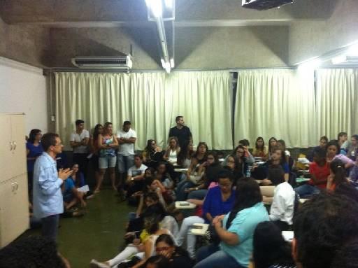 Parentes do empresário tiveram reunião com os formandos. Foto: Eliane Nóbrega/DP/D.A Press