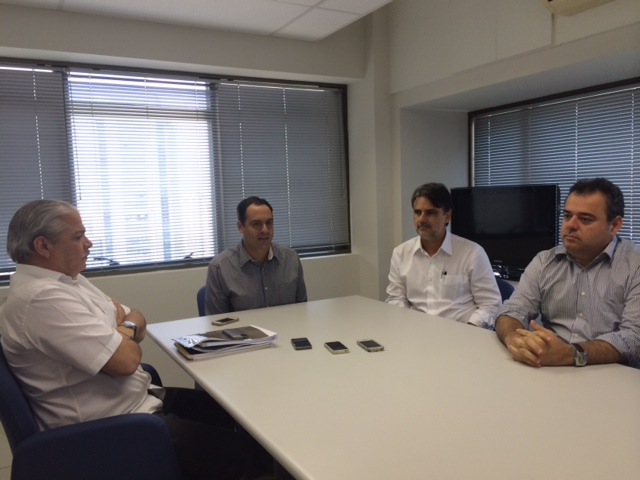 Após reunião, Paulo Câmara conversou com os jornalistas. Foto: Wagner Oliveira/DP/D.A Press