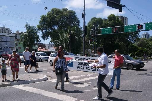 Policiais civis estão insatisfeitos com valores das diárias. Eles sempre vão às ruas para chamar a atenção do governo. Foto: Mayra Cavalcanti/Esp. Diario/D. A.Press