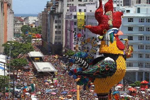 Apenas no Galo da Madrugada efetivo policial foi de 4 mil homens. Foto: Paulo Paiva/DP/D.A Press