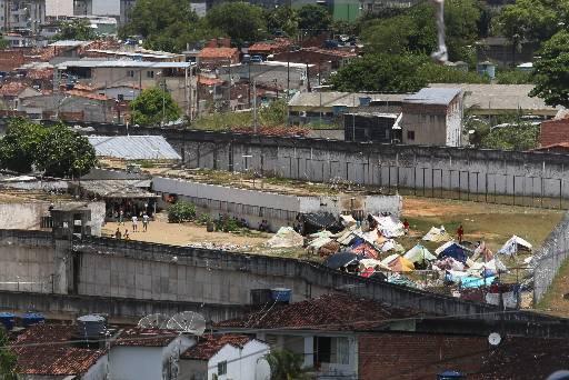 Barracas são alugadas no pátio do complexo. Foto: Teresa Maia/DP/D.A Press