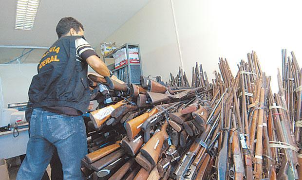Armamento entregue à Polícia Federal é destruído com mais rapidez que as apreendidas pela PM. Foto: Jaqueline Maia/DP/D.A Press