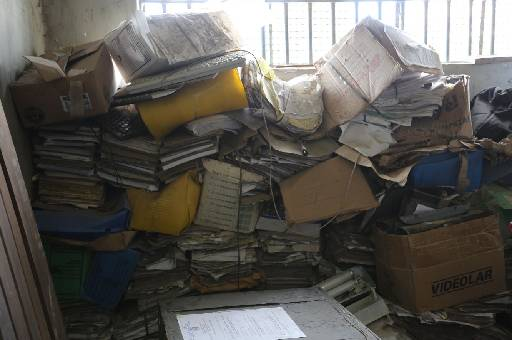 Na Delegacia do Cabo, documentos estão acumulados. Foto: Sinpol/Divulgação