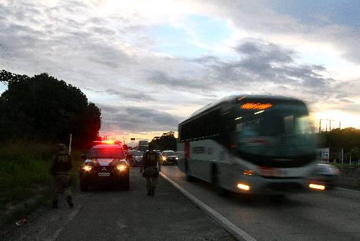 BR-232 faz a ligação do Agreste e Sertão do estado com a Região Metropolitana. Foto: Annaclarice Almeida/DP/D.A Press