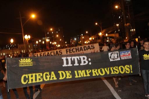 Peritos do IITB também participaram da passeata