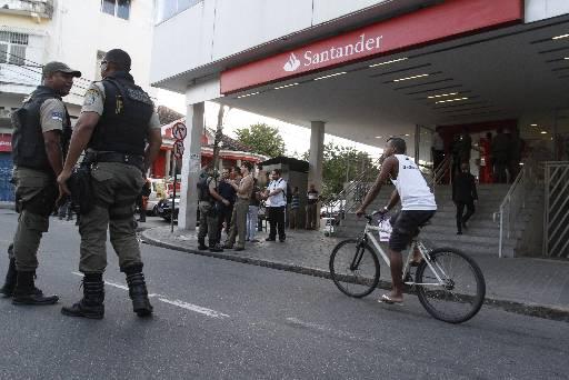 Policiais Militares foram acionados para a ocorrência em Casa Amarela. Fotos: Rafael Martins/DP/D.A Press