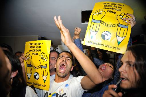 Manifestantes protestaram antes da sessão. Foto: Fabio Rodrigues Pozzebom/Agencia Brasil