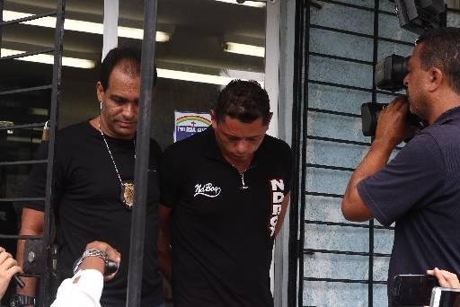 Gildo saiu do DHPP pela manhã para ajudar a polícia a localizar o corpo da enteada