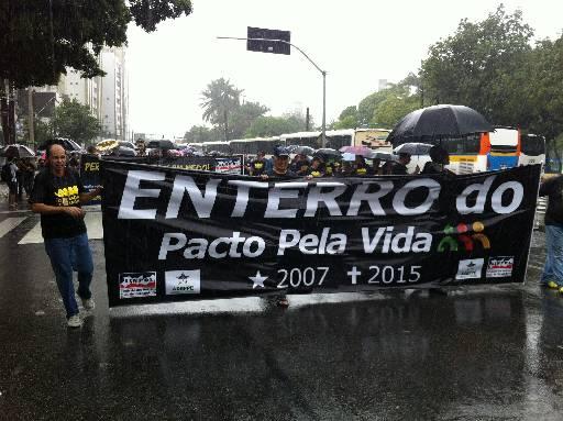 Categorias fizeram protesto e caminharam pelas ruas do Centro. Fotos: Thais Arruda Esp. para o DP/D.A Press