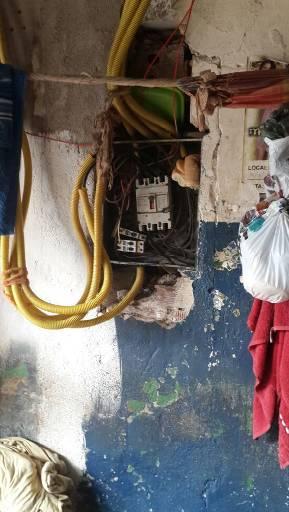Instalações elétricas expostas são riscos para presos, servidores e familiares. Foto: WhatsApp/Divulgação