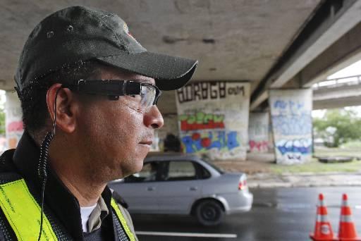 Equipamentos estão acoplados em óculos dos policiais. Fotos: Rodrigo Silva/Esp.DP/D.A Press
