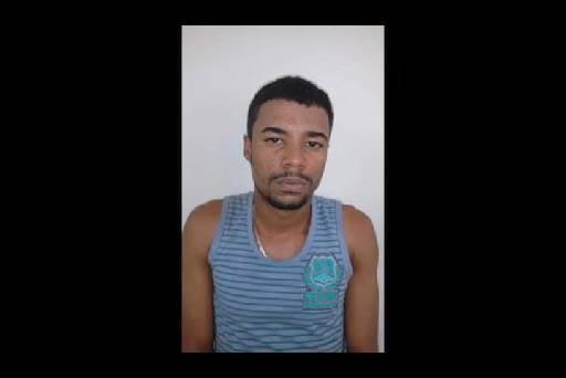 Suspeito foi preso no bairro de Dois Irmãos, segundo a PM ele estava tentando fugir. Fotos: Reprodução TV Clube