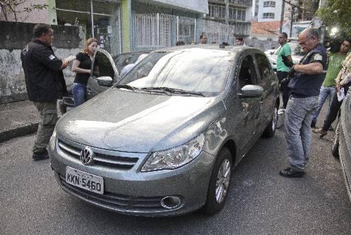 Carro da vítima foi abandonado no Espinheiro. Fotos: Guilherme Verissimo/Esp DP/DA Press