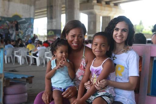 Simone, as filhas e a sobrinha já aproveitaram o novo espaço durante o congresso