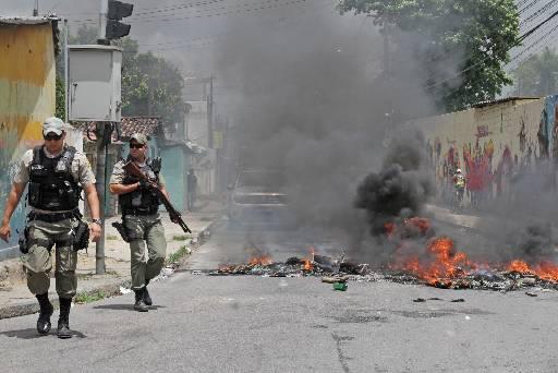 Polícia Militar foi acionada para tentar conter ânimos da comunidade após a morte