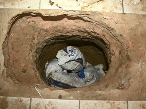 Túnel estava sendo construído de dentro de uma casa. Fotos: TV Clube/Reprodução