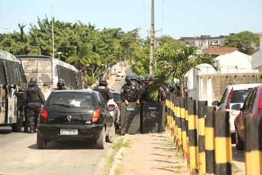 Movimentação de policiais chamou a atenção dos moradores