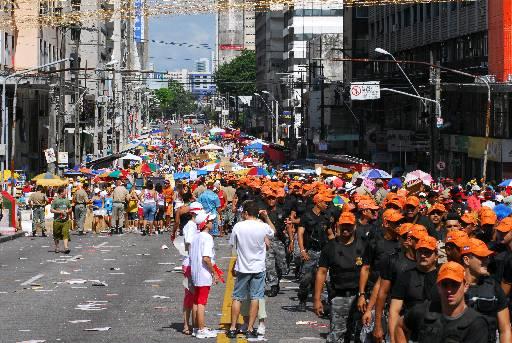 Policiamento está nos principais focos de folia. Fotos: Edmar Melo/Especial para o DP
