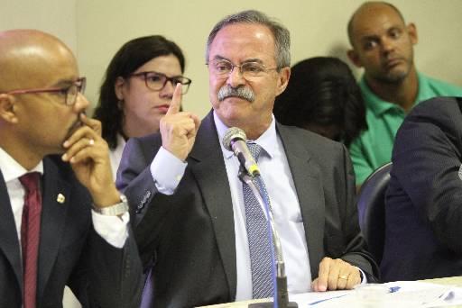 Secretário Pedro Eurico disse que falava com presos pelo celular. Foto: Peu Ricardo/Esp. DP