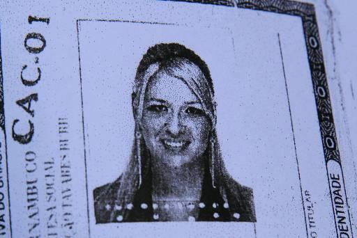 Vítima tinha 35 anos e foi morta na frente do filho dentro do apartamento