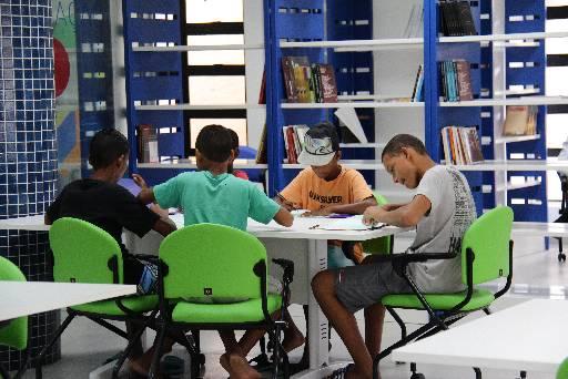 Biblioteca do Compaz do Alto Santa Terezinha está atraindo muito jovens. Foto: Karina Morais/Esp.DP