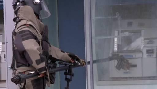 PMs da Cioe foram acionados para detonar explosivo no Cabo. Fotos: Reprodução/TV Clube