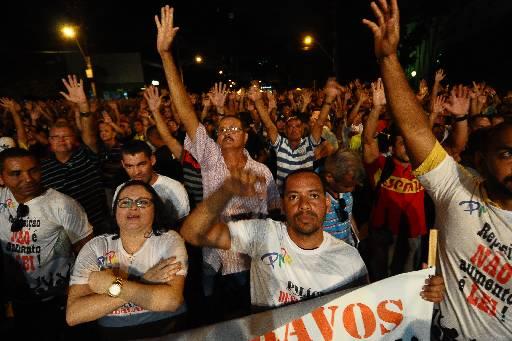 Militares se reuniram em frente ao Palácio do Governo. Foto: João Veloso/Esp/DP