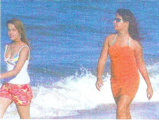 Maria Eduarda e Tarsila foram vistas caminhando na praia antes de desaparecer. Foto: Divulgação