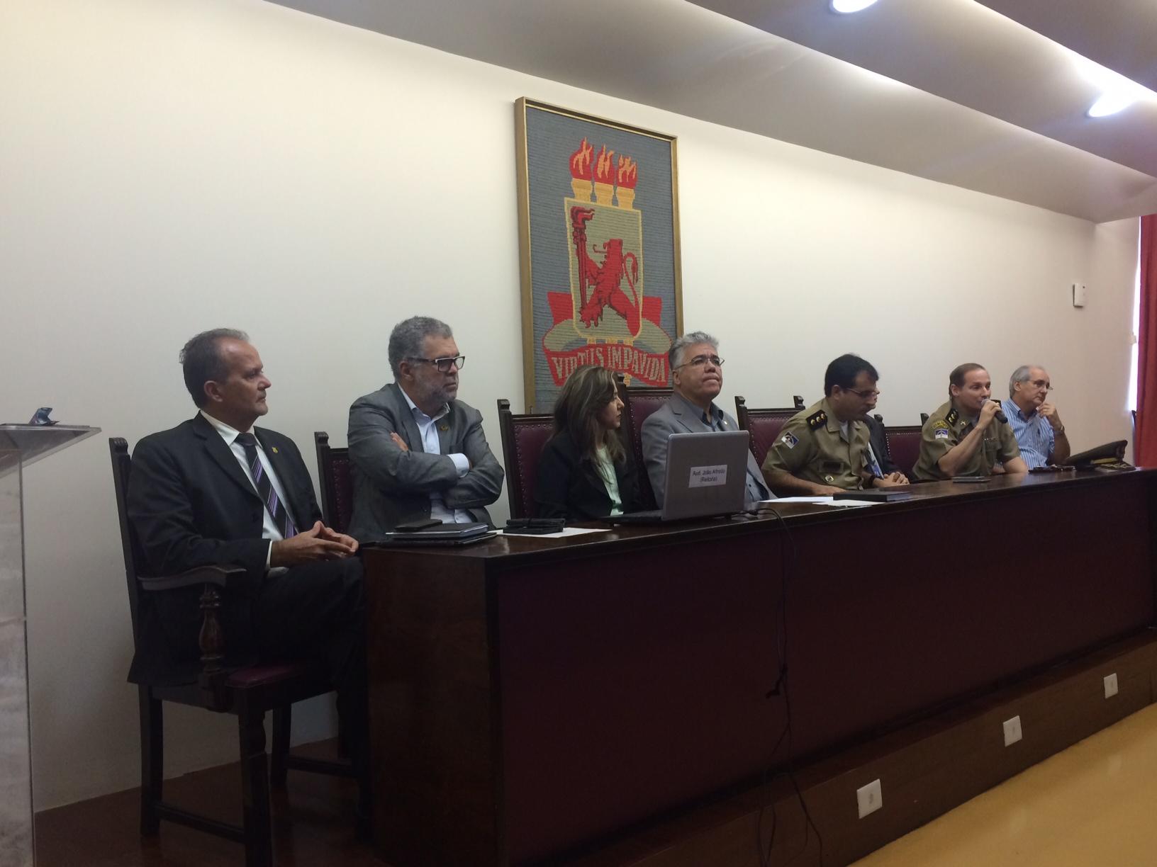 Reunião aconteceu na reitoria da UFPE. Foto: Wagner Oliveira/DP