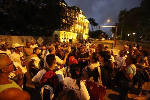 Moradores fizeram protesto ontem. Foto: Rafael Martins/ Esp. DP