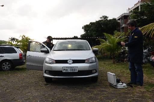 O carro da vítima foi periciado ontem na sede do DHPP, no Cordeiro