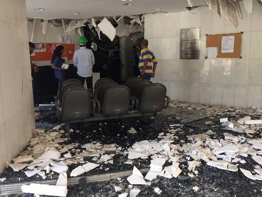 Cenário de destruição no prédio da União. Fotos: Wagner Oliveira/DP