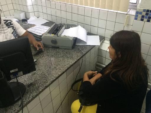 Dona de casa procurou a delegacia para denunciar. Foto: Wagner Oliveira/DP