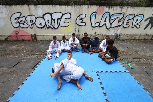 Em Dois Irmãos, estudantes treinam jiu-jítsu na Escola Lions de Parnamirim
